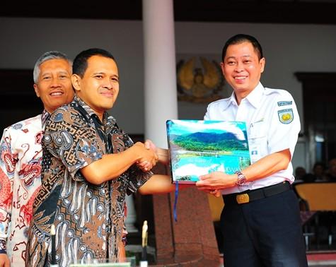 "Penandatanganan Buku ""The Beauty of Indonesian Railways"""