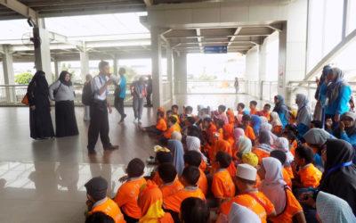 Mendampingi Wisata Edukatif Naik KRL TK Al Furqon