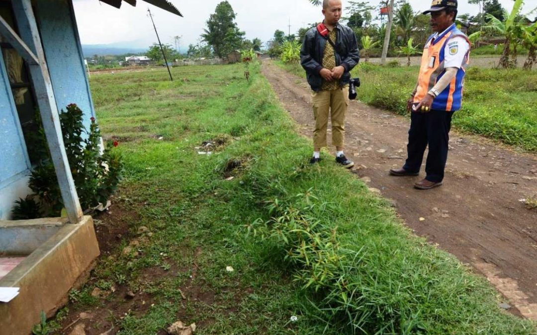 Mendampingi Dokumentasi Aset Tim Unit Pelestarian KAI di Jalur KA Nonaktif Cibatu-Garut-Cikajang